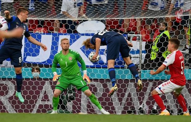 Kiên cường gượng dậy sau sự cố kinh hoàng, Đan Mạch lại thua đau Phần Lan dù được đá penalty - Ảnh 7.
