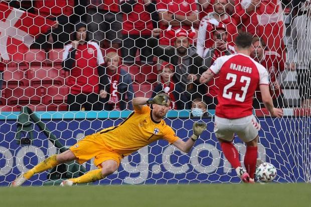 Kiên cường gượng dậy sau sự cố kinh hoàng, Đan Mạch lại thua đau Phần Lan dù được đá penalty - Ảnh 8.