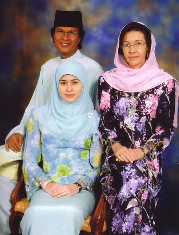 """17 tuổi từ thường dân bỗng thành vợ Thái tử, """"nàng Lọ lem đẹp tựa tiên nữ"""" của Hoàng gia Brunei giờ ra sao sau 17 năm? - Ảnh 4."""