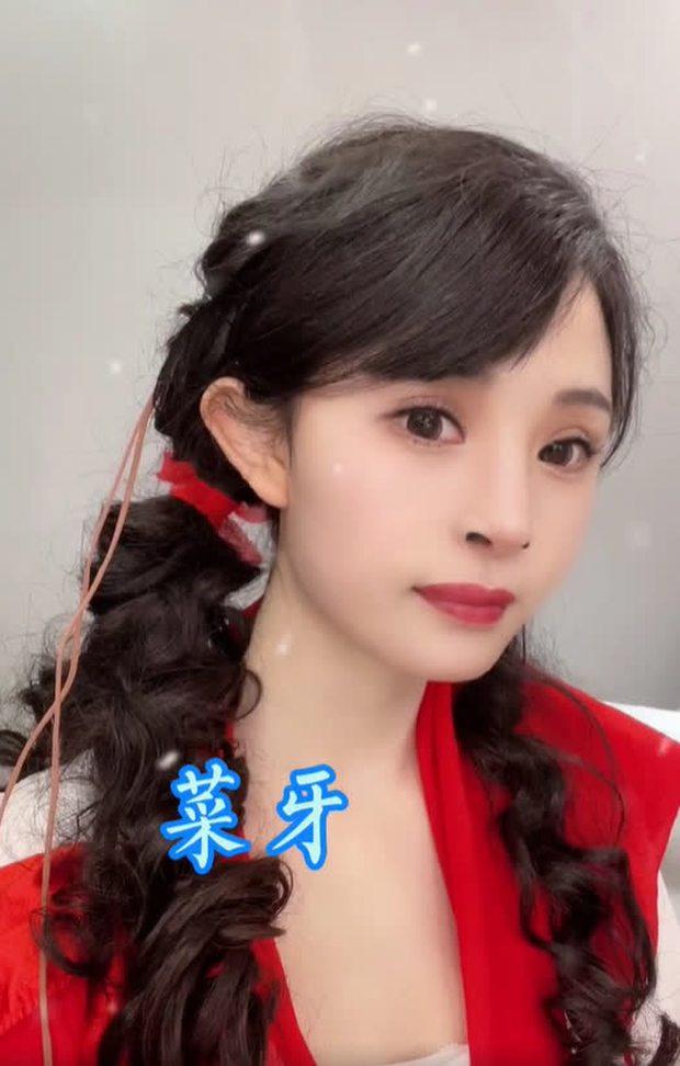 Nở rộ trào lưu phẫu thuật thẩm mỹ mũi và mép tóc giống Dương Mịch, dàn hotgirl xứ Trung giờ ai cũng như ai - Ảnh 9.