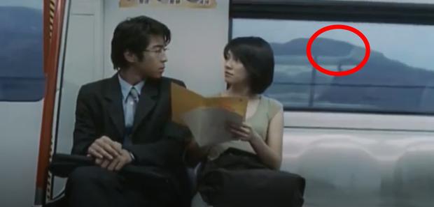 Bóng trắng ghê rợn xuất hiện ngay trên phim của Ảnh hậu Kim Mã, chấn động 19 năm rồi vẫn chưa có lời giải thích! - Ảnh 7.