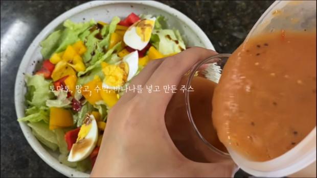 Ở nhà chống dịch, nhờ chế độ ăn kiêng của Jennie (BLACKPINK), cô nàng vlogger xứ Hàn giảm 2,5kg chỉ sau 3 ngày - Ảnh 4.