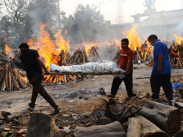Người ta bỏ xác chết trước cửa, chẳng nói gì: Nhân viên lò hỏa táng Ấn Độ nhớ về những ngày kinh hoàng - Ảnh 3.