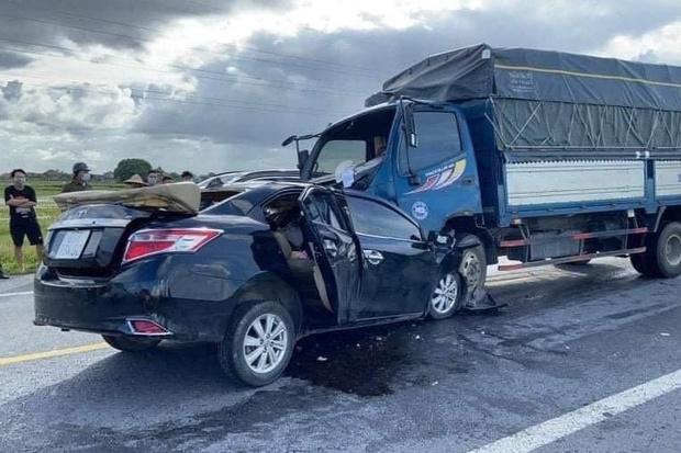Vụ tai nạn đặc biệt nghiêm trọng khiến 3 người tử vong: Xe ô tô con chạy lấn làn - Ảnh 1.