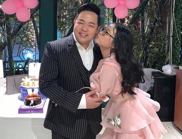 Quang Lê đăng ảnh cực tình cảm với con nuôi Phương Mỹ Chi, netizen lập tức spam ảnh Phi Nhung và Hồ Văn Cường để so sánh - Ảnh 4.