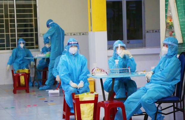 Giám đốc Sở Y tế TP.HCM: Tải lượng virus của nhân viên BV Bệnh Nhiệt đới rất thấp, có thể do tác dụng của vaccine - Ảnh 1.
