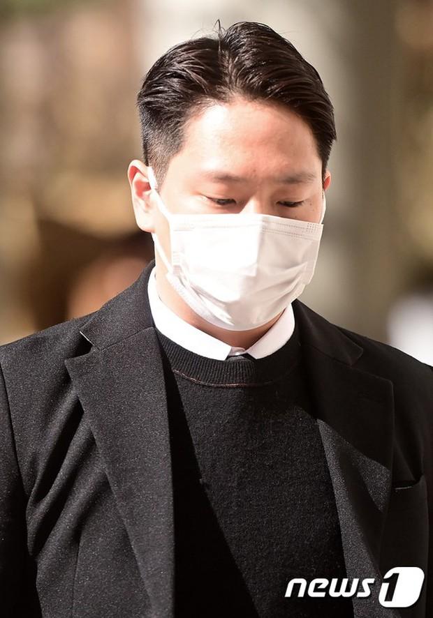 Nam thần đối thủ của BTS bị kết án tù vì tấn công tình dục cô gái 20 tuổi, visual đã tuột dốc lại còn bị ném đá do mức án nhẹ - Ảnh 3.