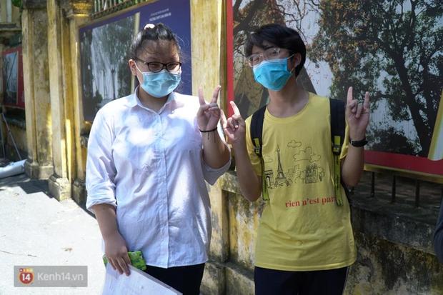 8.000 thí sinh thi vào các trường chuyên hot nhất Hà Nội: Đề siêu hay và khó - Ảnh 7.