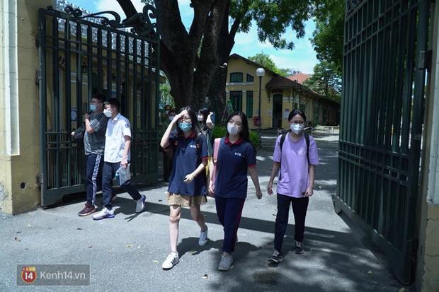 8.000 thí sinh thi vào các trường chuyên hot nhất Hà Nội: Đề siêu hay và khó - Ảnh 10.