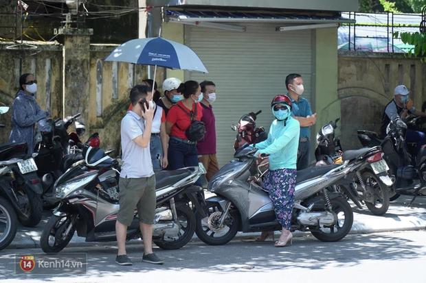 8.000 thí sinh thi vào các trường chuyên hot nhất Hà Nội: Đề siêu hay và khó - Ảnh 12.