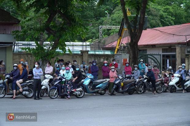 8.000 thí sinh thi vào các trường chuyên hot nhất Hà Nội: Đề siêu hay và khó - Ảnh 13.