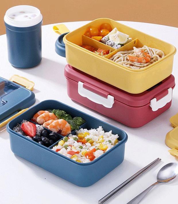 Đặt lên bàn cân 3 loại hộp cơm cho dân văn phòng: Nên mua hộp giá rẻ hay đầu tư hẳn hộp cắm điện xịn xò? - Ảnh 1.