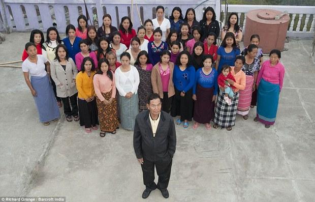 Giáo chủ đa thê phái khét tiếng Ấn Độ có 39 bà vợ và 94 đứa con đã qua đời ở tuổi 76 - Ảnh 2.