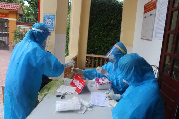 Hà Tĩnh ghi nhận thêm 5 trường hợp dương tính với virus SARS-CoV-2 - Ảnh 1.