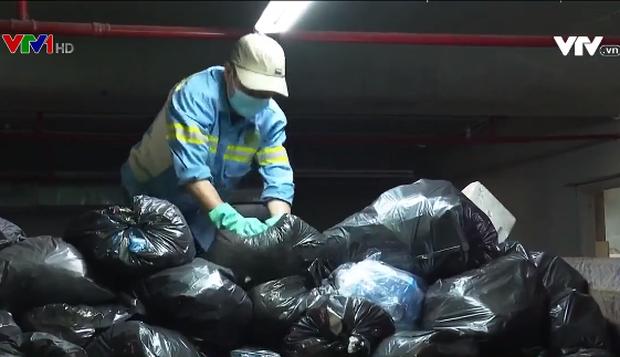 Hàng trăm công nhân vệ sinh môi trường bị nợ lương suốt 1 năm - Ảnh 1.
