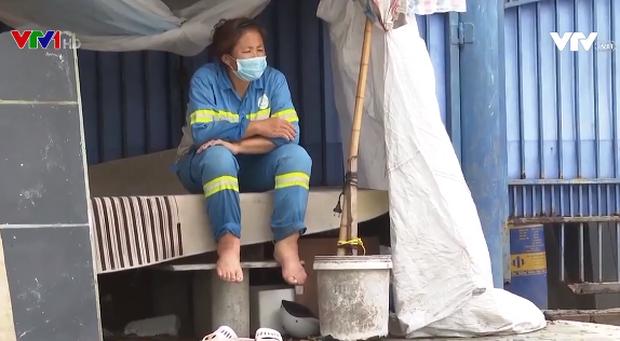Hàng trăm công nhân vệ sinh môi trường bị nợ lương suốt 1 năm - Ảnh 2.