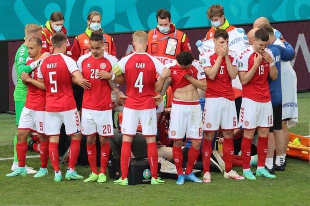 Đến một người cứng rắn như Mourinho cũng phải khóc khi Eriksen gục xuống - Ảnh 2.