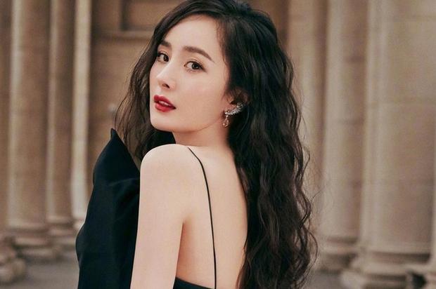 Nở rộ trào lưu phẫu thuật thẩm mỹ mũi và mép tóc giống Dương Mịch, dàn hotgirl xứ Trung giờ ai cũng như ai - Ảnh 5.