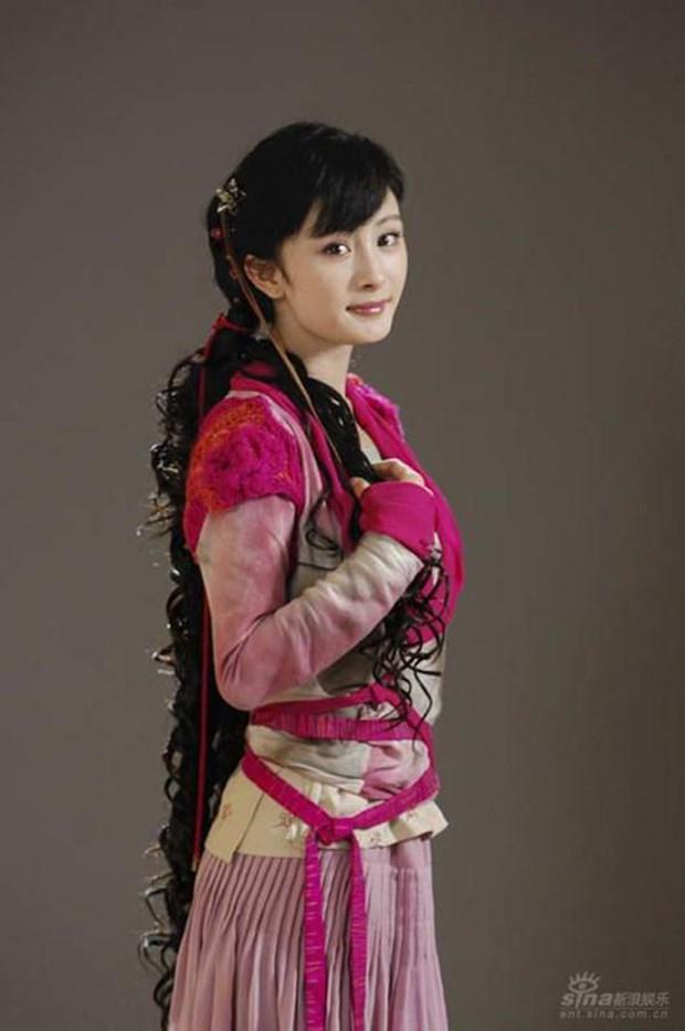 Nở rộ trào lưu phẫu thuật thẩm mỹ mũi và mép tóc giống Dương Mịch, dàn hotgirl xứ Trung giờ ai cũng như ai - Ảnh 11.