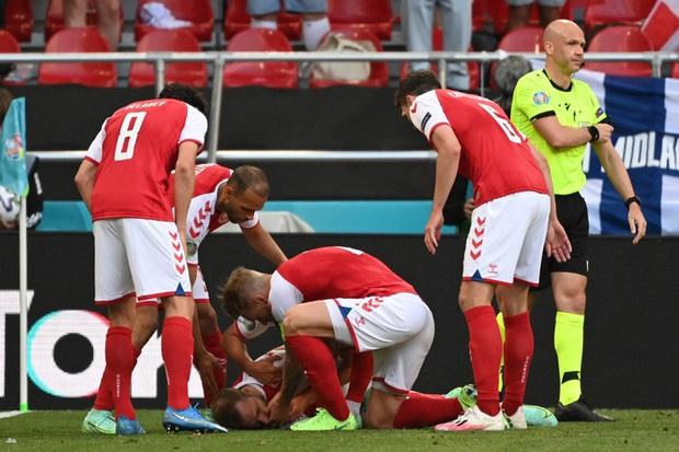 Đồng cảm với Eriksen, tuyển thủ Hà Lan từng 2 lần bị ngừng tim bưng mặt khóc nức nở khi thi đấu tại Euro  - Ảnh 1.