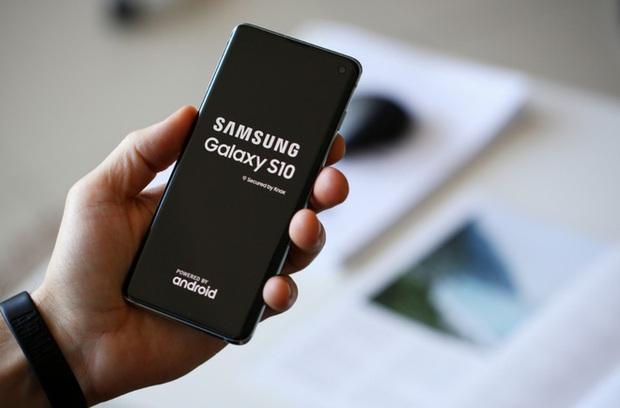 Hacker có thể khai thác các ứng dụng cài đặt sẵn trên smartphone Samsung để tấn công người dùng - Ảnh 1.
