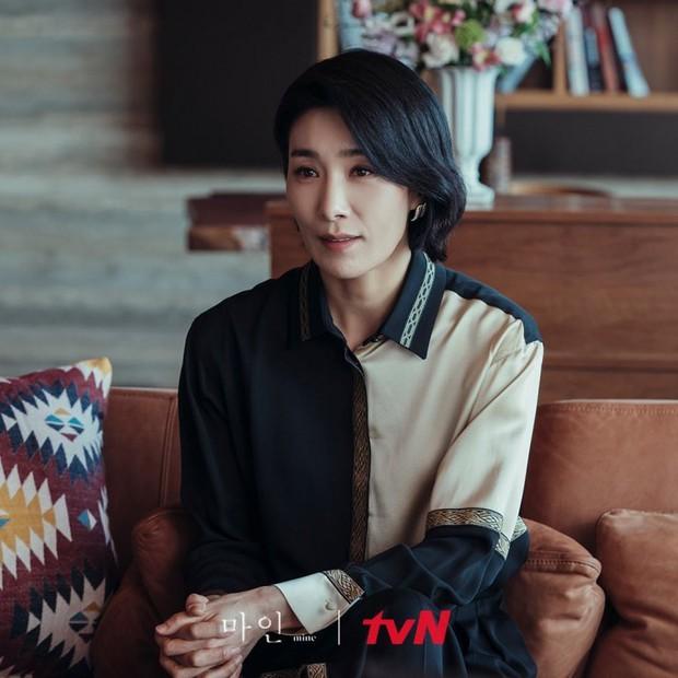 Đàn ông ở Mine toàn những niềm đau, bảo sao mợ cả Kim Seo Hyung lại chẳng cân đẹp dàn nữ chính - Ảnh 6.