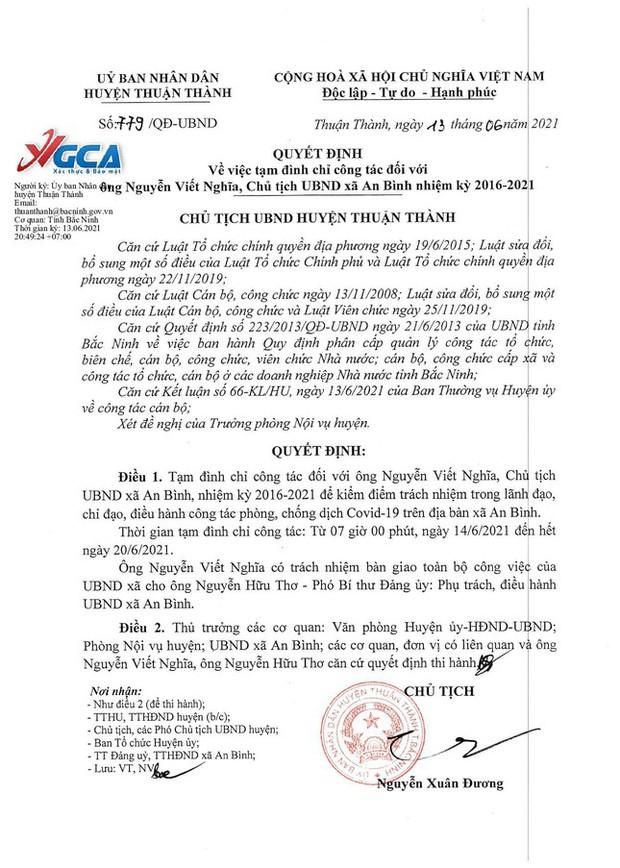 Tạm đình chỉ công tác Chủ tịch UBND xã ký giấy cho người dân đi chợ trong vùng dịch - Ảnh 1.