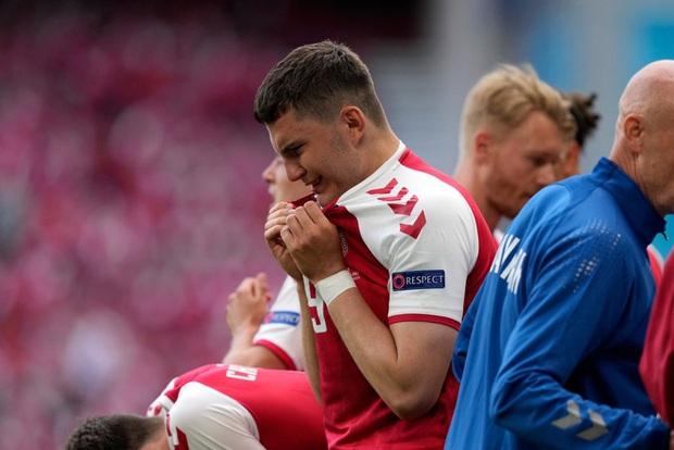 Huyền thoại Đan Mạch tiết lộ 3 lựa chọn đội nhà nhận được từ UEFA sau sự cố của Eriksen, phương án cuối khiến tất cả phẫn nộ - Ảnh 1.