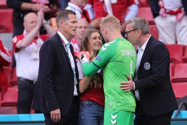 Tuyển thủ Đan Mạch kể lại cuộc trò chuyện với bạn gái của Eriksen khi cô sốc vì thấy hôn phu bị ngừng tim - Ảnh 2.