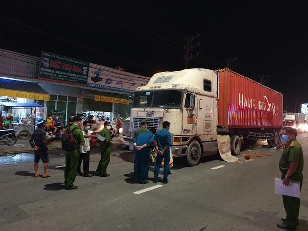 Tai nạn thương tâm giữa container và xe đạp điện, 2 mẹ con chết thảm - Ảnh 2.
