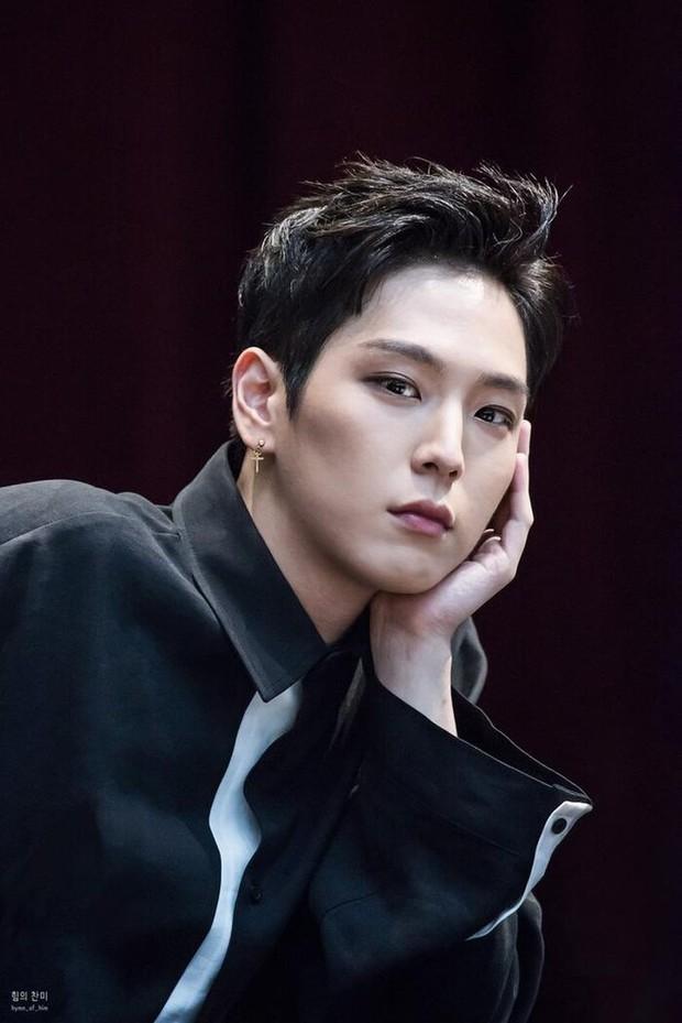 Nam idol Kpop tự tử sau khi bị kết án tù: Debut thành công hơn EXO, BTS nhưng bị công ty đối xử tệ hại, ra solo giữa loạt bê bối - Ảnh 16.