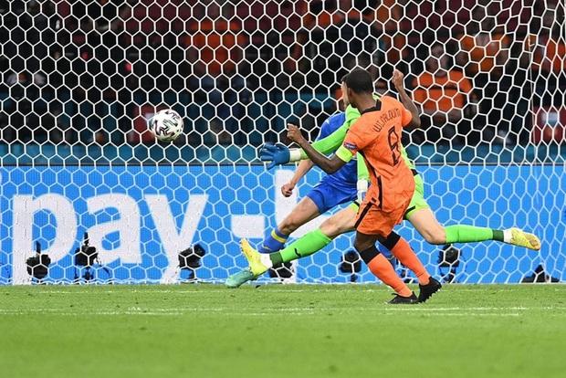 Hà Lan thắng hú hồn sau màn rượt đuổi mãn nhãn với 5 bàn thắng trong hiệp 2 - Ảnh 4.