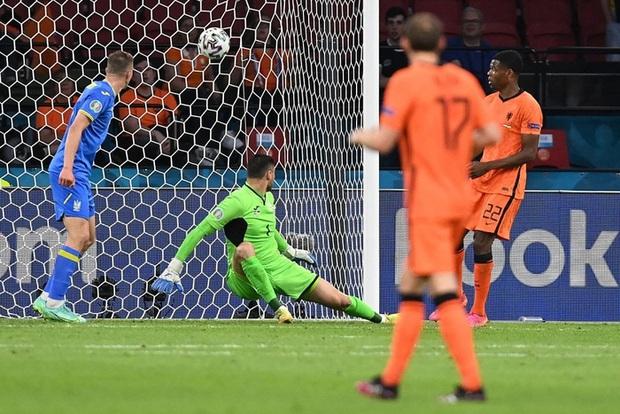Hà Lan thắng hú hồn sau màn rượt đuổi mãn nhãn với 5 bàn thắng trong hiệp 2 - Ảnh 5.