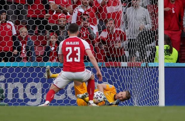 Sự cố Eriksen phơi bày bản chất đê tiện của UEFA - Ảnh 5.