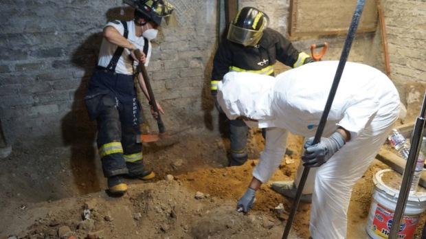 Phát hiện gần 4000 mẩu xương người dưới nền nhà người bán thịt, cảnh sát rùng mình khi tra ra tội ác kinh hoàng bị giấu kín hàng chục năm - Ảnh 3.