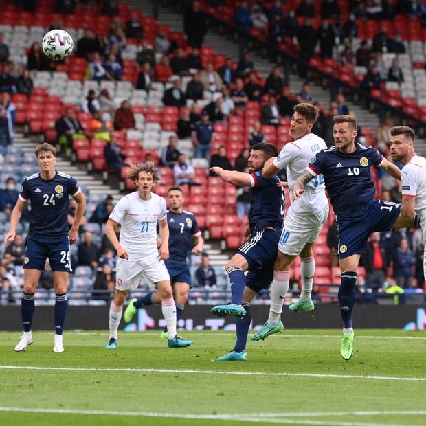 Bàn thắng từ giữa sân giúp CH Czech nhấn chìm tuyển Scotland ở bảng D Euro 2020 - Ảnh 7.