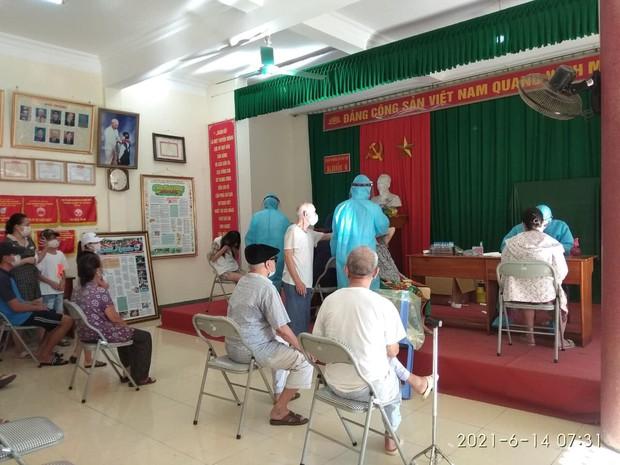Nghệ An: Phong tỏa hơn 5.000 hộ dân để truy vết liên quan ca Covid-19 đầu tiên ở TP. Vinh - Ảnh 2.
