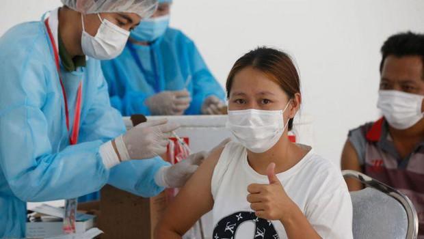 Campuchia báo cáo số ca tử vong vì COVID-19 cao chưa từng thấy - Ảnh 1.