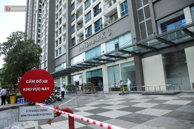 Ảnh, clip: Phong tỏa tạm thời tòa Landmark 3 ở quận Bình Thạnh, cách ly gần 2.000 người - Ảnh 3.
