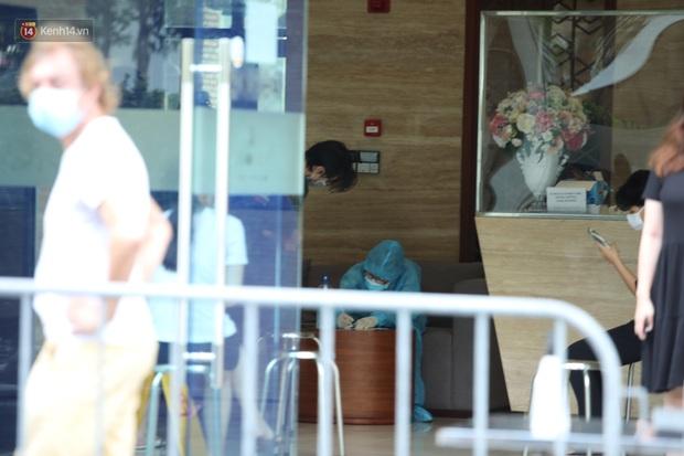 Ảnh, clip: Phong tỏa tạm thời tòa Landmark 3 ở quận Bình Thạnh, cách ly gần 2.000 người - Ảnh 7.