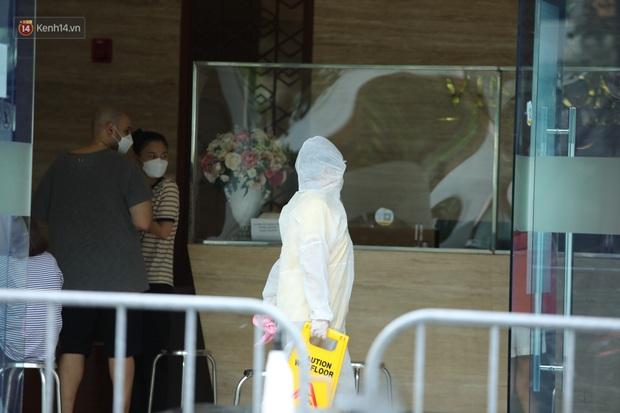 Ảnh, clip: Phong tỏa tạm thời tòa Landmark 3 ở quận Bình Thạnh, cách ly gần 2.000 người - Ảnh 14.