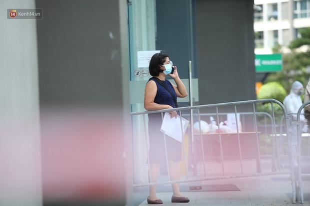 Ảnh, clip: Phong tỏa tạm thời tòa Landmark 3 ở quận Bình Thạnh, cách ly gần 2.000 người - Ảnh 12.