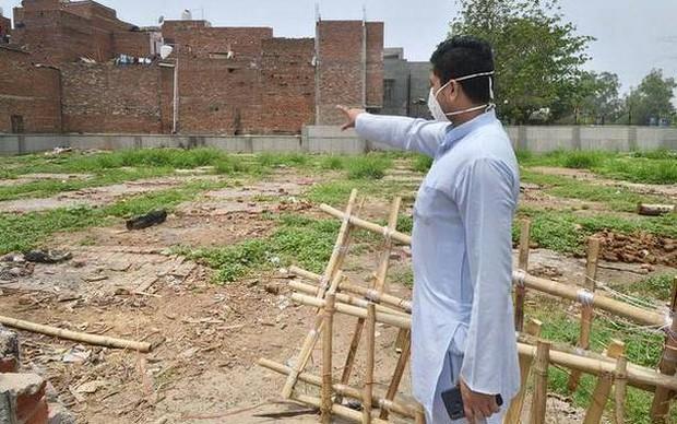 Người ta bỏ xác chết trước cửa, chẳng nói gì: Nhân viên lò hỏa táng Ấn Độ nhớ về những ngày kinh hoàng - Ảnh 2.