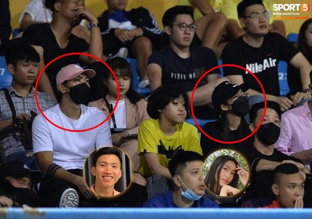 Loạt ảnh Văn Hậu đi xem bóng đá cùng Top 10 Hoa hậu Việt Nam, đeo khẩu trang kín mít và cố né paparazzi khác gì sao Hàn đâu - Ảnh 2.