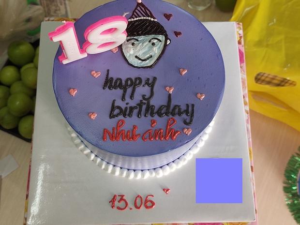 Cô gái yêu cầu viết lên bánh kem dòng chữ Happy Birthday như ảnh, thấy thành phẩm xong khổ chủ xỉu luôn 8 ngày chưa tỉnh - Ảnh 2.