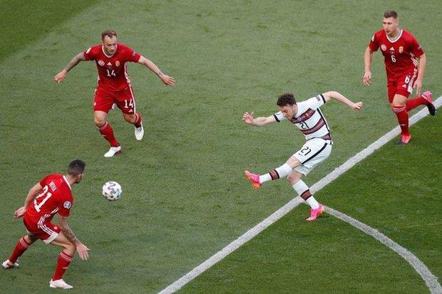 Bồ Đào Nha 3-0 Hungary: Ronaldo đi vào lịch sử với cú đúp - Ảnh 16.