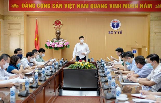 Việt Nam triển khai tiêm vaccine Covid-19 - chiến dịch tiêm chủng lớn nhất trong lịch sử - Ảnh 1.