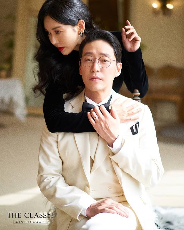 Cặp đôi mưu mô Penthouse tung ảnh cưới cực tình, Kim So Yeon đang kín bưng bỗng quay lại hở võng lưng trần sexy cháy mắt - Ảnh 7.