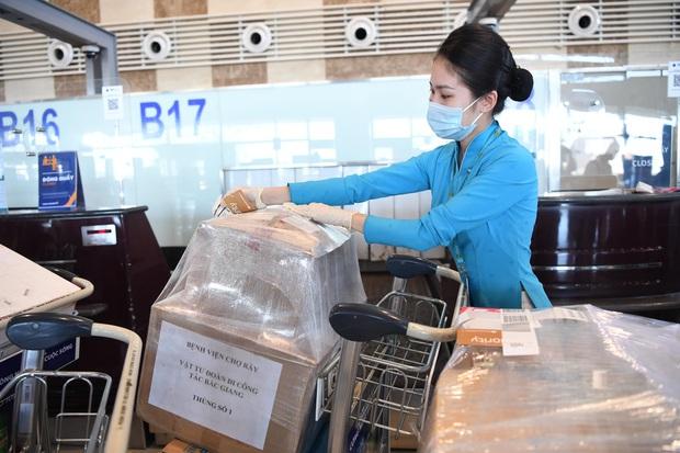 Đội phản ứng nhanh của Bệnh viện Chợ Rẫy hoàn thành nhiệm vụ chống dịch tại Bắc Giang, trở về TP.HCM - Ảnh 2.