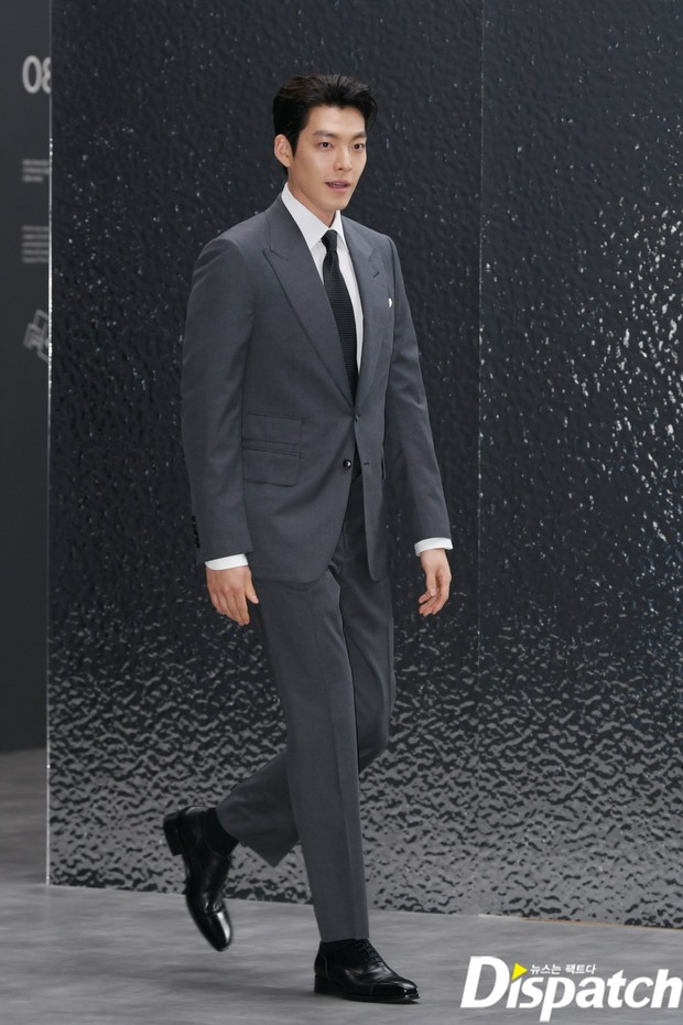 Kim Woo Bin lột xác tại sự kiện sau 3 năm ung thư: Visual trở lại thời The Heirs, phong thái tổng tài chấp ống kính phóng viên - Ảnh 10.